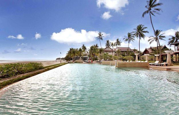 8 daagse vliegvakantie naar Apsara Beachfront Resort en Villas in khao lak, thailand
