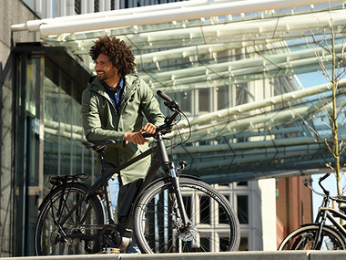 Houd het zomergevoel vast: op de e-bike naar het werk!