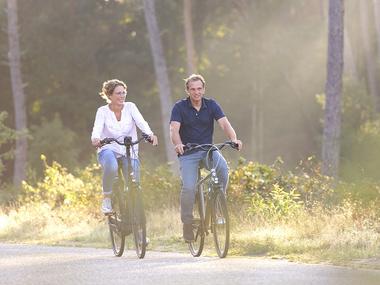 Blijf actief en vitaal door een ontspannen herfsttocht op de e-bike