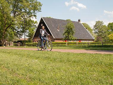 Knie- of heupklachten? Een elektrische fiets met extra lage instap biedt uitkomst