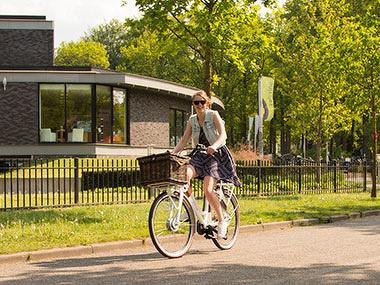 Een lichte e-bike: ideaal voor naar school of het werk